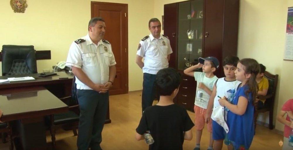 Դպրոցականներն այցելել են ճանապարհային ոստիկանություն (ՏԵՍԱՆՅՈՒԹ)