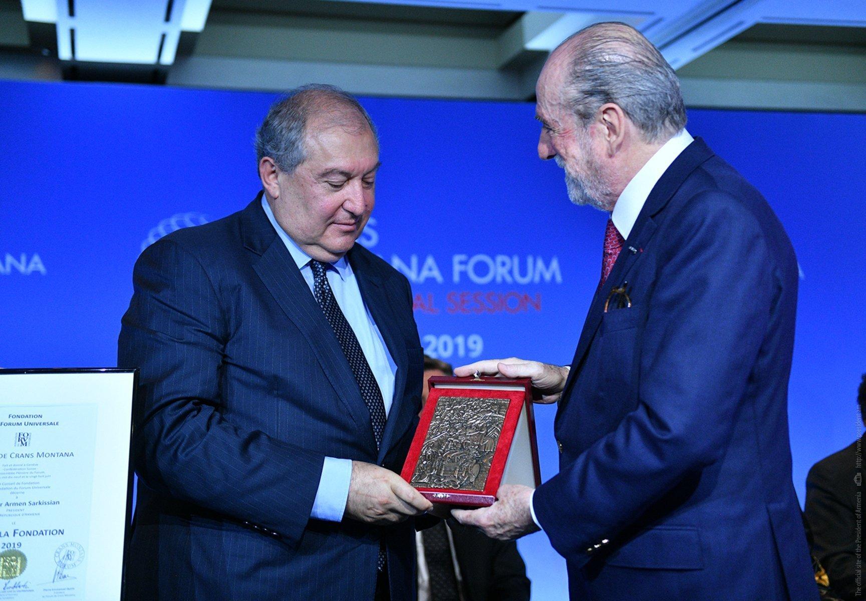 Արմեն Սարգսյանն արժանացել է Crans Montana ֆորումի մրցանակին