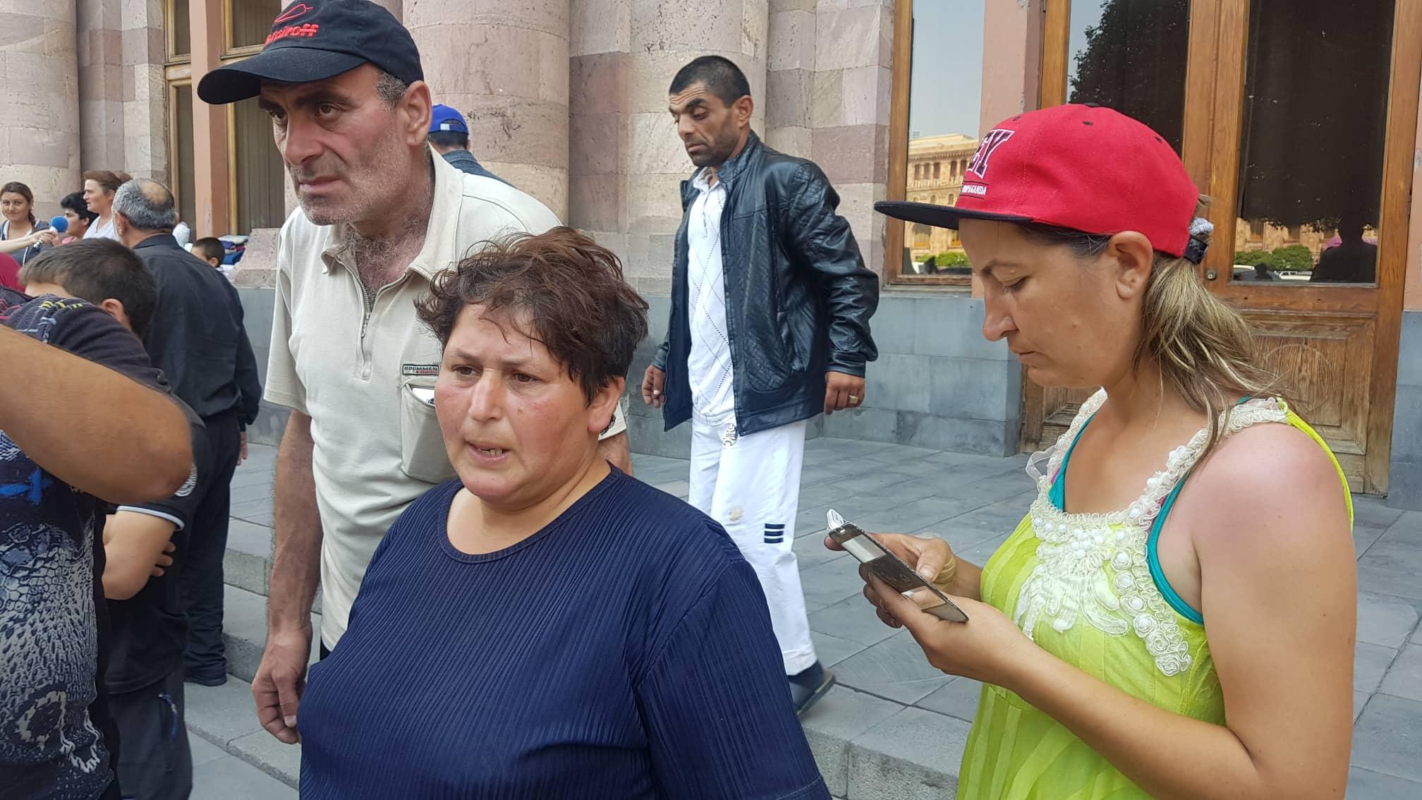 Տեսանյութ. Կհրաժարվենք Հայաստանի քաղաքացիությունից.Ոտքերս կմեխեմ գետնին, եթե...3 օր գիշերում են կառավարության մոտ