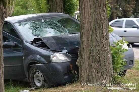 Երևան-Մեղրի ճանապարհին մեքենան բախվել է ծառին. կա տուժած