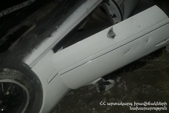 Եղվարդ-Երևան ճանապարհին մեքենան գլխիվայր շրջվել է